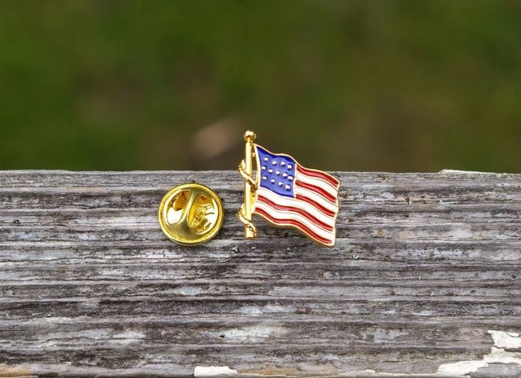 American Flag Gold Tone Metal Lapel Pin Pinback USA America US Stars & Stripes