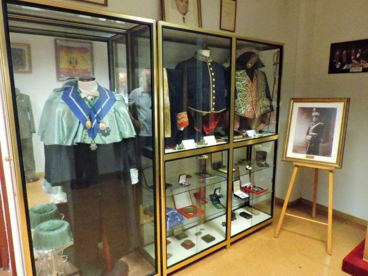 Museo Veterinaria Militar - Uniformes de gala y condecoraciones de los…