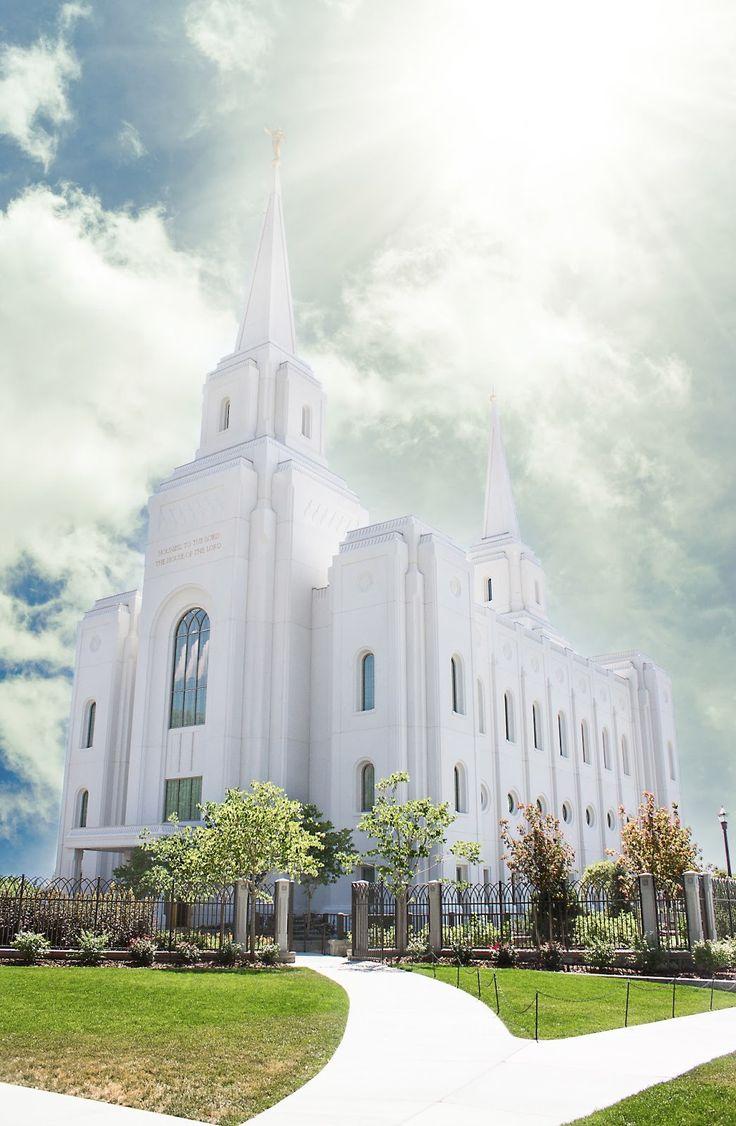 The Brigham City Temple. So pretty :)
