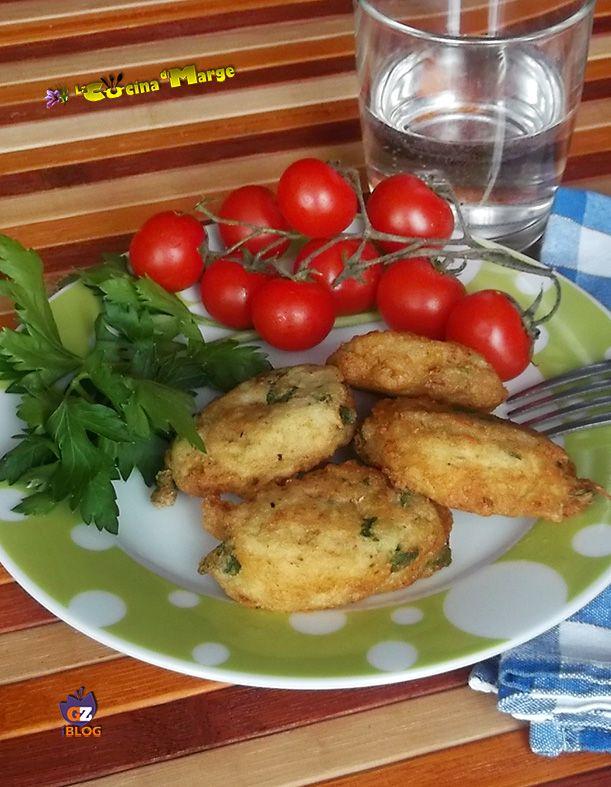 Un idea per il pranzo ecco le Frittelle di Patate novelle buonissime la ricetta sul mio blog http://blog.giallozafferano.it/lacucinadimarge/frittatine-di-patate/