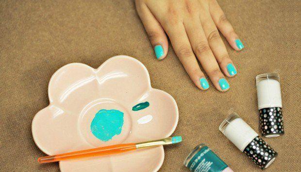 Πώς να Φτιάξετε Μόνοι σας Βερνίκι Νυχιών με Δύο Απλά Υλικά (VIDEO)