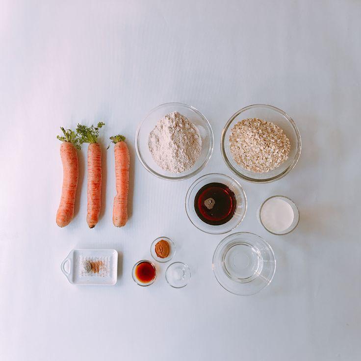 """Deel 1/2 Dit weekend is het """"Oatmeal Cookie Day"""". Dat bracht me terug naar mijn tijd in Colombia waar ik de lekkerste Wortel Havermout Koekjes heb gegeten. Het recept heb ik toen meegekregen, hoog tijd om die te delen 😋. Maar eerst even de boodschappen die je nodig hebt • #shs #studiohappystory #ingredients #verhalen #blog #aankondiging #carrot #oatmealcookies #flatlay #foodphotography #oatmeal #wortelhavermout #koekjes #recipecomingsoon #foodstagram"""