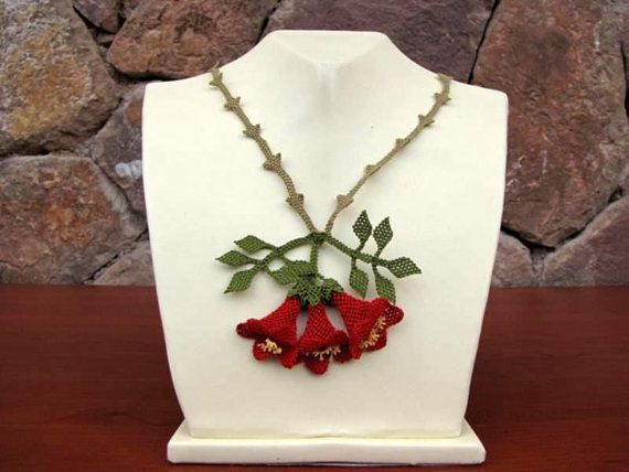 This vintage red flower crochet necklace has been made with needle with hundreds of needle stitches.  The picture does not do justice to the