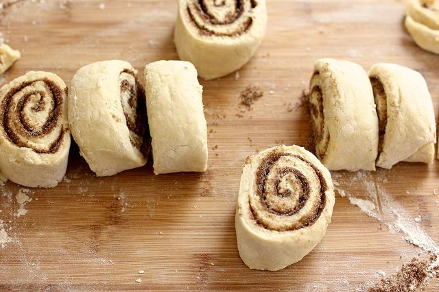 Make these Biscuit Cinnamon Rolls for the family in the mornings--they'll love it and you'll look like a superstar