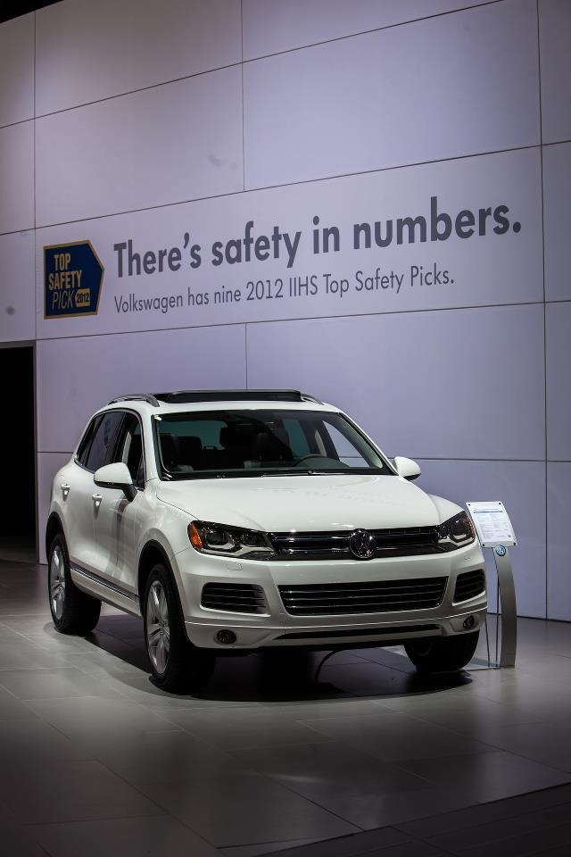 IIHS display at #NYIAS - VW has nine IIHS Top Safety PicksIih Display, Tops Safety, Safety Pick, Vw Auto, Safety Features, Iih Tops