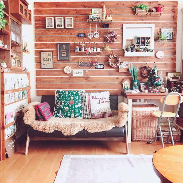 mintさんの、リビング,雑貨,DIY,クリスマス,クリスマス雑貨,ニトリのクッションカバー,板壁DIY,雑貨ディスプレイ,のお部屋写真