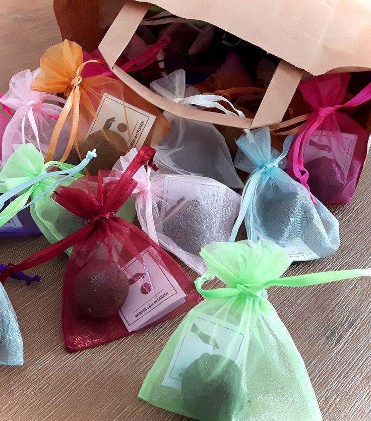 Geschenkidee: Seedballs als Gastgeschenk für die Hochzeit oder andere Feiern von MISS GREENBALL