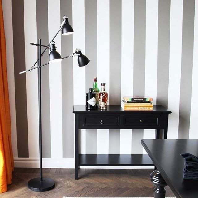 Black contemporary floor lamp Pigalle with a table.