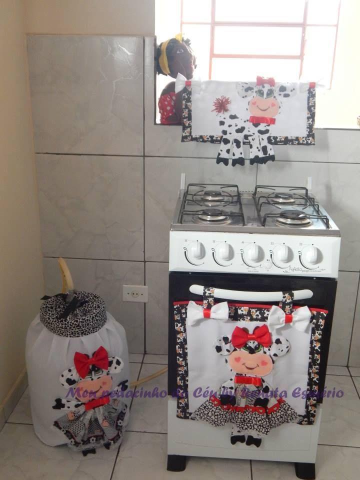 Kit Fogão Vaquinha   O kit contém 3 peças sendo   1 capa para botijão de gás  1 capa para tampa do fogão 4 bocas  1 capa para forno fogão 4 bocas  Confeccionadas em tecido e feltro! costuradas a máquina
