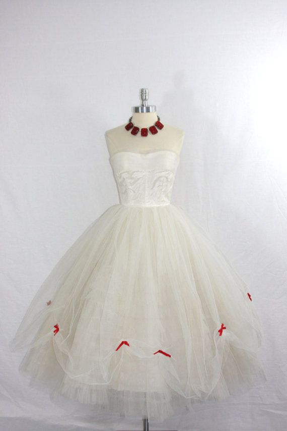 1950's Vintage Wedding Dress - White Tulle Princess Dream - Strapless Circle…