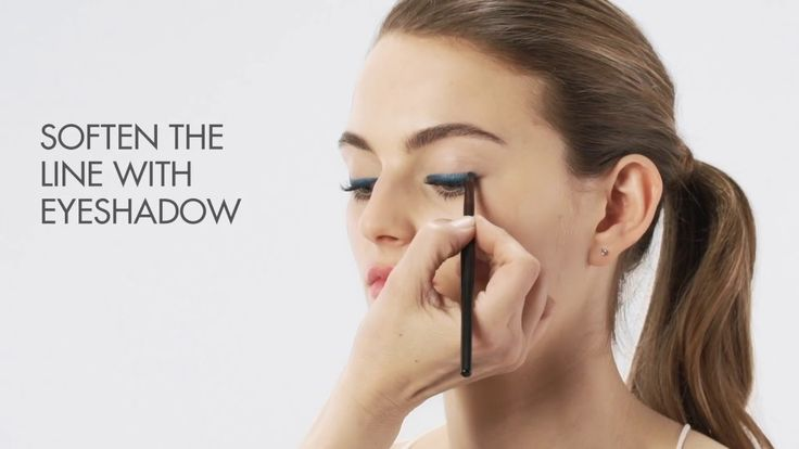 We've got three simple steps for your eyes to look subtle and sophisticated. #howto #eyes #eyemakeup