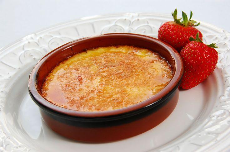 La crème brûlée, c'est un des desserts français les plus réputés ! C'est aussi l'un de mes desserts préférés. J'adore l'alliance du craquant de la fine couche croustillante, et l'onctuosité de la crème vanillée. C'est une pure merveille. Donc je voulais réaliser une recette par moi-même, et qui soit aussi simple que savoureuse. J'aime beaucoup…