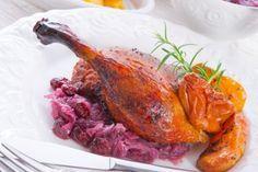 Ein klassisches Rezept für besondere Anlässe: Die Gegrillte Gans mit Semmelfüllung ist ein traditionelles Weihnachtsessen.