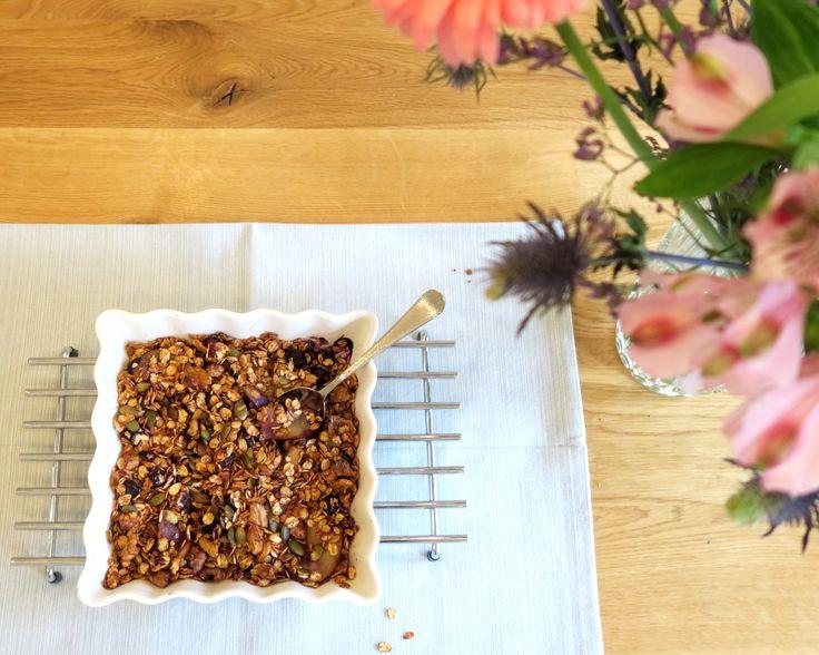 PEER-BOSBES CRISP Dit recept heb je binnen no-time gemaakt en daarna doet de oven het werk. De crisp is opgebouwd uit een fruitlaag van peer & bosbessen met daar bovenop een laag knapperige haver & noten met kaneel.