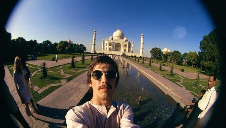 23 year old George Harrison's selfie at the the Taj Mahal, India (1966). pic.twitter.com/mwrkgwgbnZ