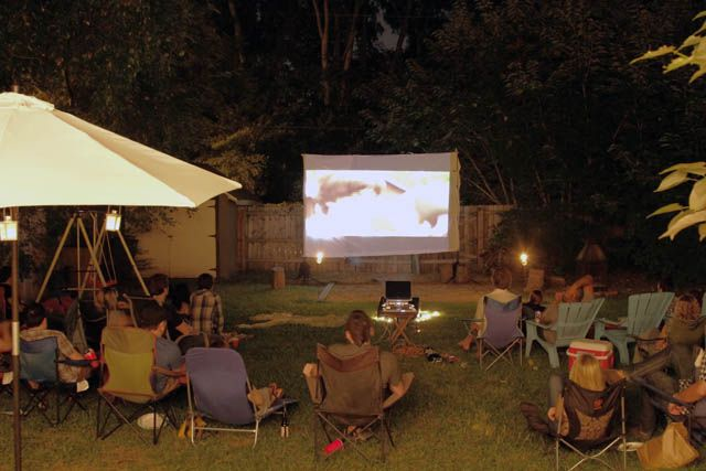 Backyard movie night. Totally doing this for the kiddies this summer!: Watches Games, Movie Night Fun, Small Backyard, Parties Ideas Ev, Backyard Movie Nights, Night Ideas, Great Ideas, Backyard Movie Night Jpg, Kid