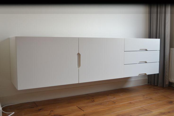 Wit dressoir van Houtwerff         #Meubelmaker  #Eindhoven  #meubel  #eikenhout  #eiken  #kledingkast  #kastopmaat #meubelopmaat #meubel op maat #meubelontwerper #meubel ontwerp #ontwerp en uitvoering #houtwerff #jorritvanderwerff #interieur #meubels in opdracht #dressoir #modern  #DutchDesignWeek #DDW17 #DDW16 #Sectie C #Area C #SectieC #massief