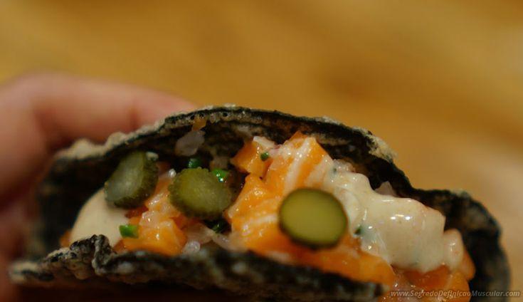Finalizando Receita Rápida De Taco De Algas Com Salmão  👌😉    Clique ➡ https://segredodefinicaomuscular.com/algas/    Se gostar da receita compartilhe com seus amigos 👍    #receitasfit #receitas #recipes #fit #receitafit #taco #sushi  #algas #nori #fit #AlimentaçãoSaudável  #EstiloDeVidaFitness  #ComoDefinirCorpo  #SegredoDefiniçãoMuscular
