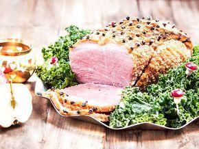 Griljering krävs för en klassisk julskinka, såklart! Senap, ströbröd och ägg rörs ihop och bres ut över skinkan. Här hittar du ett klassiskt recept.
