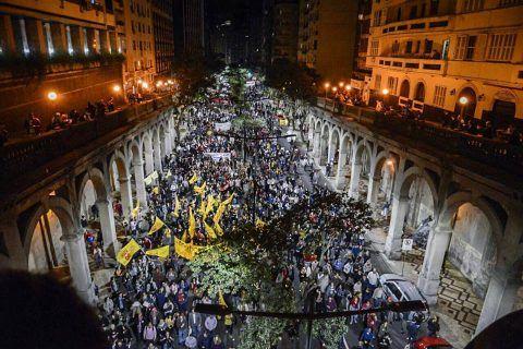 """Milhares tomam as ruas do país pedindo """"Fora, Temer"""" e """"Diretas Já"""""""