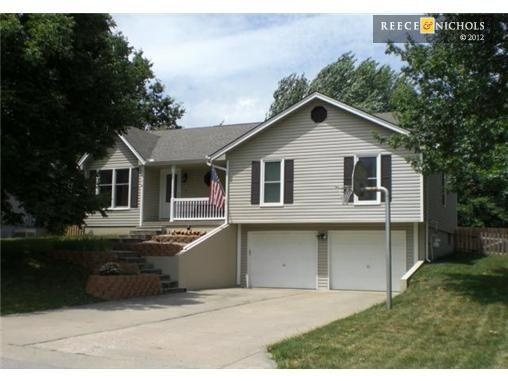 Raised ranch in kearney mo house for sale pinterest for Bi level house with front porch