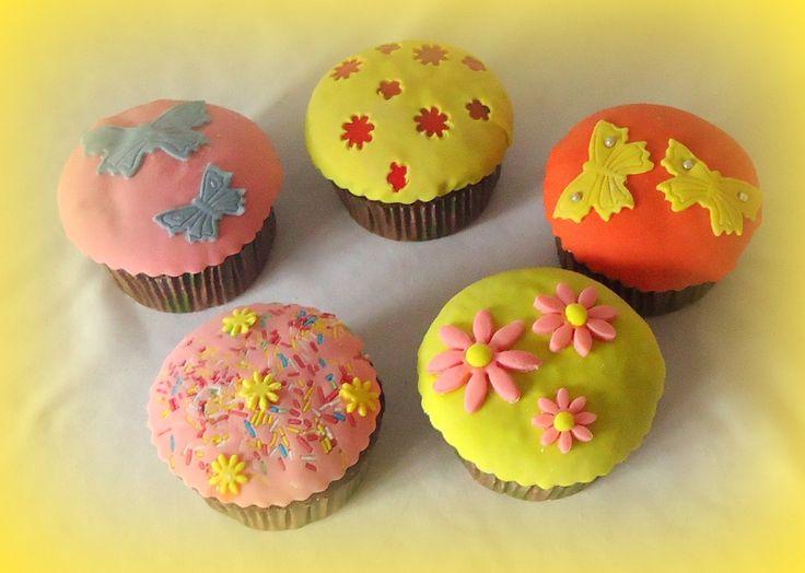 Η Χώρα των Παραμυθιών: Στρούμφ, Μικρός Πρίγκιπας, Πήτερ Παν, Cupcakes, μπομπονιέρα βάπτιση vintage : Cupcakes καπ κεικ για βάπτιση