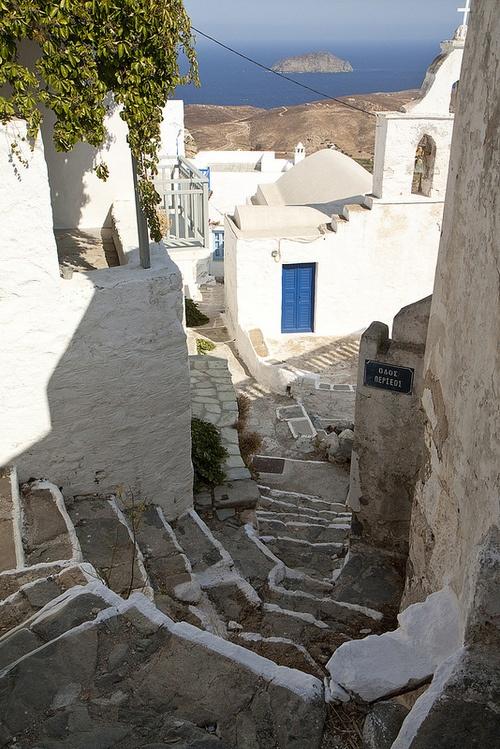 Serifos, Greece  Gosto tanto...e conheço este caminho tão bem...:)