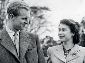 После  бракосочетания  Принцесса  Елизавета  по  совету  Черчилля  взяла  фамилию  Виндзоров,  но  чтобы   сделать  приятное  мужу,  она  первым  двум  детям  оставила  фамилию  Виндзор,  а   третьему  и  четвертому  ребенку  дала  фамилию   Маунтбеттен - Виндзор.  У  пары  четверо  детей :  Чарльз, Анна,  Эдвард  и  Эндрю.