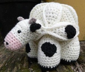 Amamani - Super cute mix between Amish Puzzle Balls and Amigurumi. Patterns not on page, currently available in book, but great idea pictures.