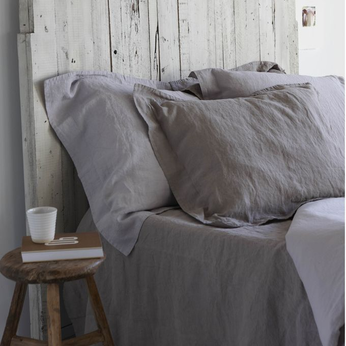 I'm in love with this bedding from house in style...i'm also loving the whitewashed headboard Online @ www.moesengriet.nl