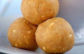 Zutaten für ca. 7 Erdnusskugeln: Raw Bites - 120 g Erdnussbutter 60 g Erdnussmehl 1-2 EL Ahornsirup oder Honig 1 TL Vanilleextrakt