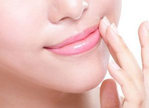 Lighten dark lips not only adds radiance to your face but also adds you an attractive pout. Do you want to get rid of dark pigmented lips and get back the naturally soft pink and rosy lips? Read on to know how to get pink lips naturally at home without spending a fortune on expensive cosmetics.