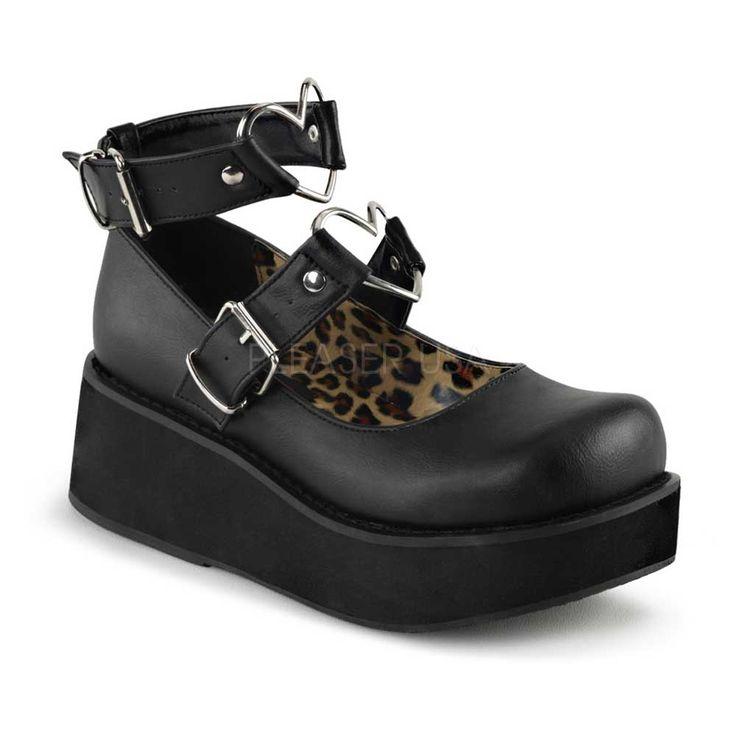 Sprite-02 schoen met enkelbanden, gespen en metalen hart ringen mat zwart - Emo…