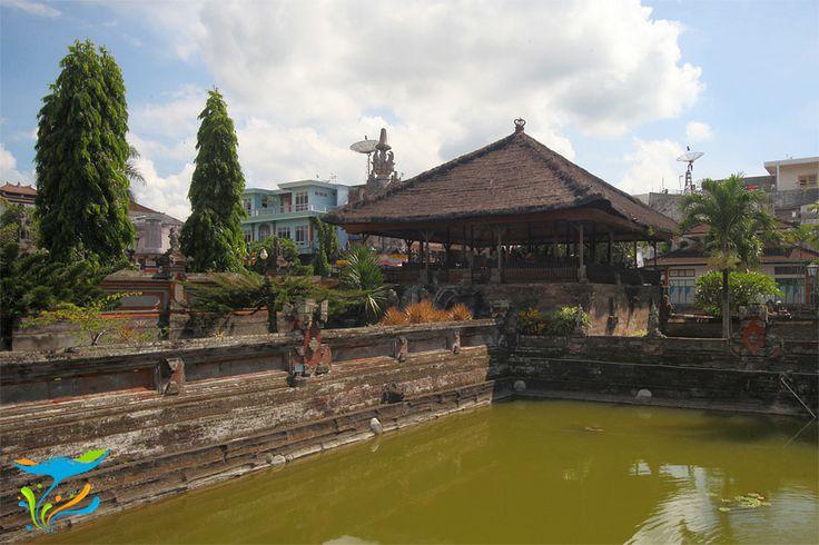 Paviliun Kerta Gosa, tempat raja berkonsultasi masalah hukum dengan penasihat-penasihat dan pembantu-pembantunya.
