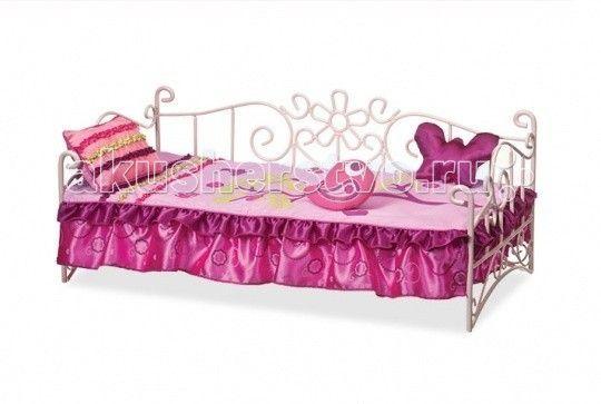 Кроватка для куклы Our Generation Dolls металлическая 46 см  Our Generation Dolls Кровать для куклы 46 см металлическая восхитительная розовая кровать для куклы обязательно понравится Вашей малышке.  Куклы тоже устают, и им тоже нужно ежедневно спать и отдыхать. Именно поэтому каждая из них нуждается в собственной уютной кроватке.   Комплектность: металлическая кровать, матрас, покрывало, большая подушка с ленточкой, длинная подушка, круглая подушечка, каталог модной одежды.