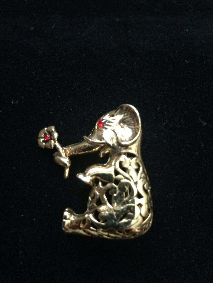 Cute Elephant Pin w/Rhinestone embellishment.