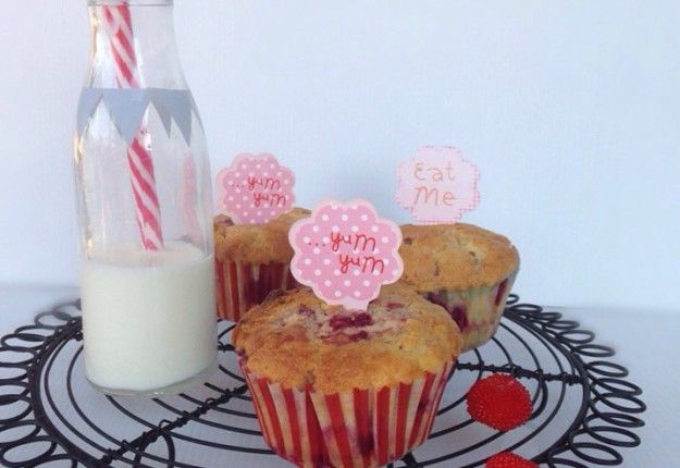 Raspberry, white chocolate and macadamia muffins - Real Recipes from Mums