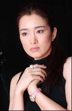 Es probablemente uno de los mejores ejemplos de la delicada belleza asiática. La actriz es una de la... - zelebtv.es