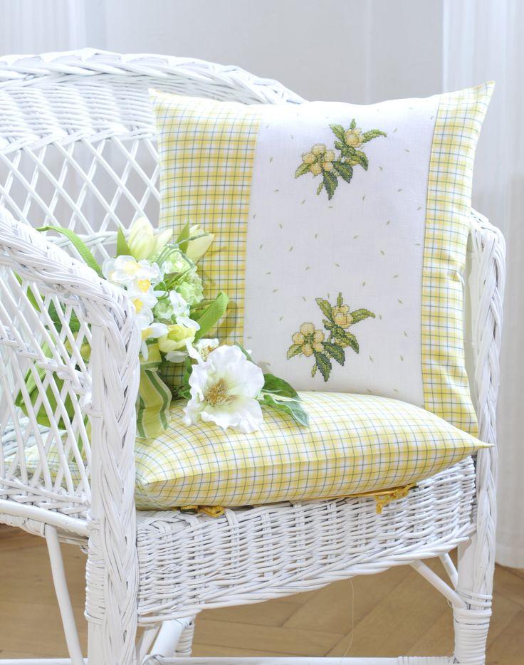 Kissen in pastell  Design: Gerlinde Gebert Shop: www.gebert-handarbeiten.de