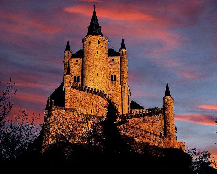 Alcazar de Segovia, Spain (by Mario Lapid)