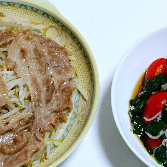 何を食べても美味しい。幸せ。 - 83件のもぐもぐ - モヤシ豚とモロヘイヤ トマトの和えもの by hiroshikimDeU