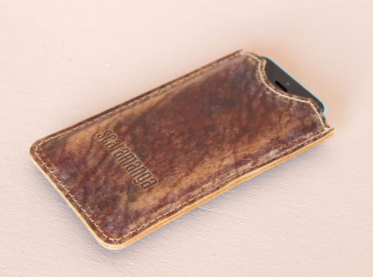 Simple, elegant and protective, this leather iPhone 5 case will suit all your phone needs. #vintage #leather #giftideas