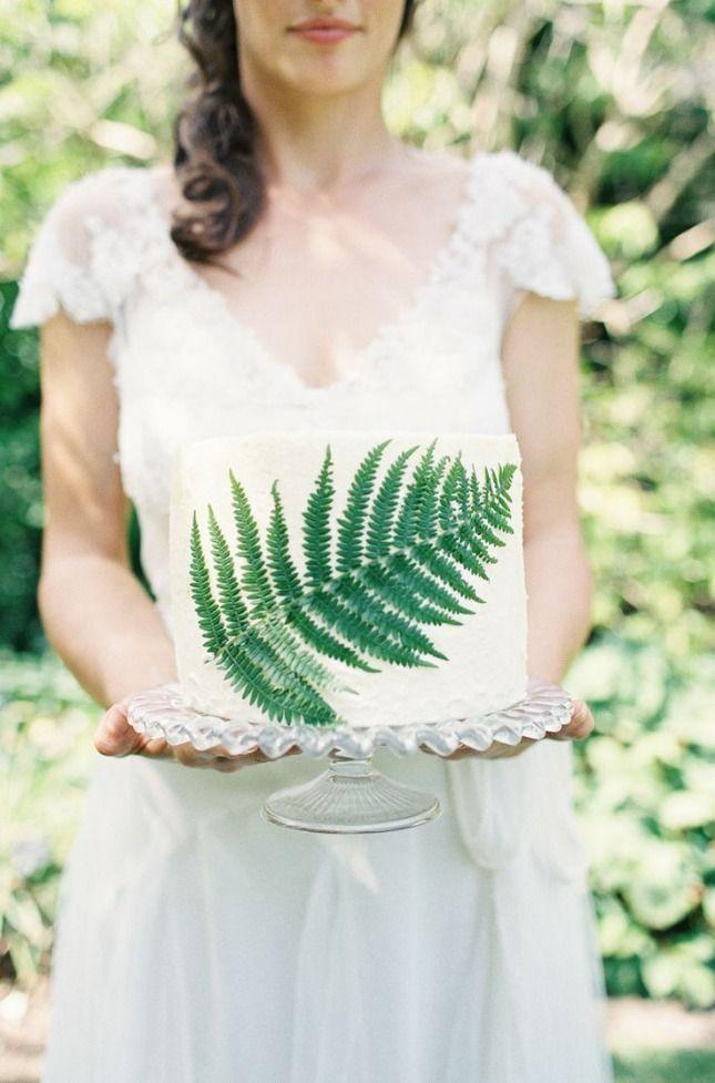 Palm-Leaf-Cake-Design