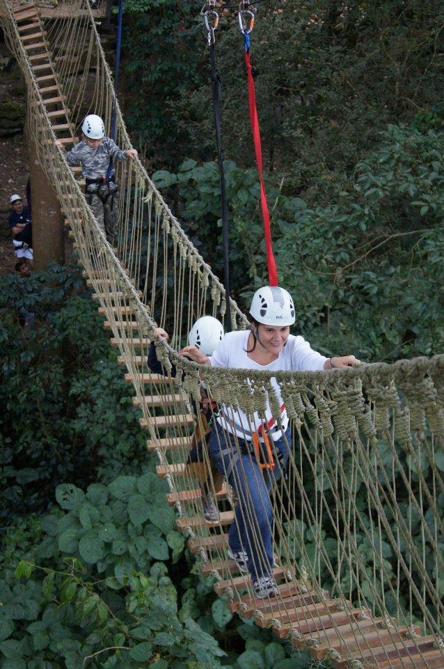 #Canopy #ElAvila SenderosAereos te invita al Parque Aéreo de 6 plataformas conectadas por una escalera, un puente colgante 4 tirolinas a una altura máxima de 30 metros. El recorrido dura una hora y es para +5 años. Temporada baja Sáb y Dom 9a3pm http://www.senderosaereos.com