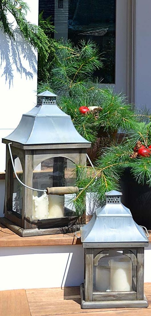Make your front porch inviting and full of holiday spirit with this simple outdoor decorations tutorial. Learn how to make a few DIY ideas out of evergreen today. #fiskars #porchdecor #frontporch