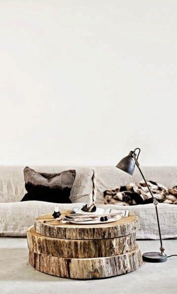 une table basse nature en rondelles de tronc darbre pour ce salon aux tons - Table Basse Tronc D Arbre