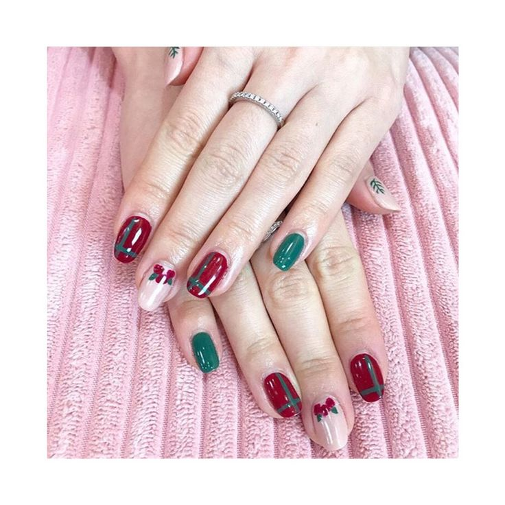 """87 Likes, 1 Comments - Lacquerbar (@lovelacquerbar) on Instagram: """"Get your #holidaynails did before it's too late! Holiday hours: Dec 22nd 11-8; 23rd 10-7; 24th…"""""""