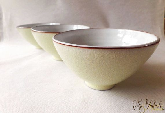 3x Dutch Jaap RAVELLI pottery coffee cups Unhandled, tea cups, bowls or dishes. Ravelli 204 items in midcentury modern minimalistic style. In very good condition, by SoVintastic from Holland, € 14,95