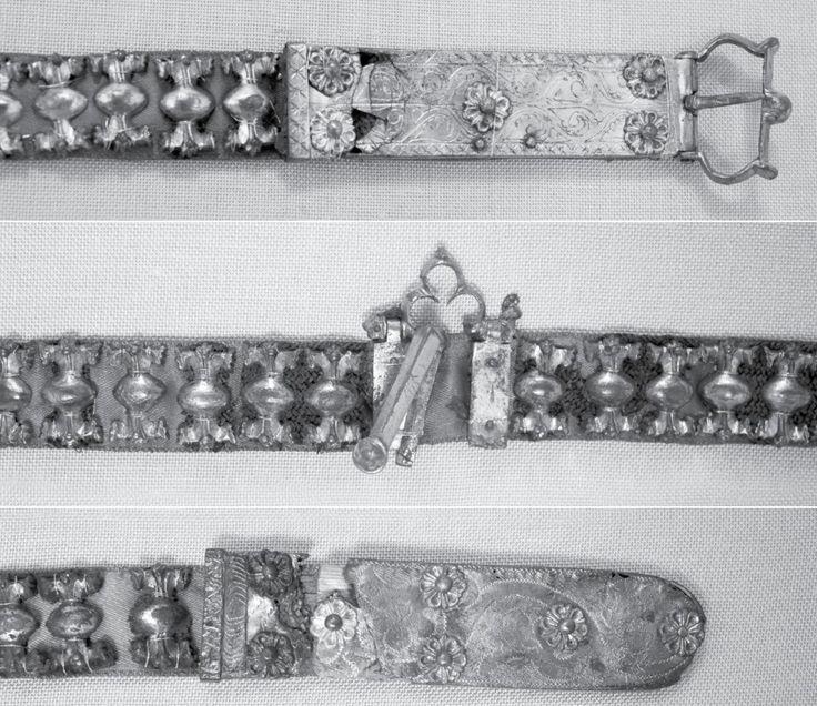 "Cintura databile tra 1350 e 1400 c., proveniente dalla sepoltura n° 215 di Drashtar (Bulgaria, NE). Fonte: Prof. Dr. Georgi G. Atanasov, 'Two belts from 14th-century male burials in Drastar (now Silistra, NE Bulgaria)' in ""ARCHAEOLOGIA BULGARICA"", XV, 2 (2011), pp. 91-101; https://www.academia.edu/8787541/Two_Belts_from_the_14th-Century_Male_Burials_in_in_Drastar_now_Silistra-NE_Bulgaria_._-_Archaeologia_Bulgarica_2_2011_87-98"