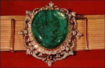 Nanda Semi-joias: Jóias de várias coroas reais que possuem esmeraldas